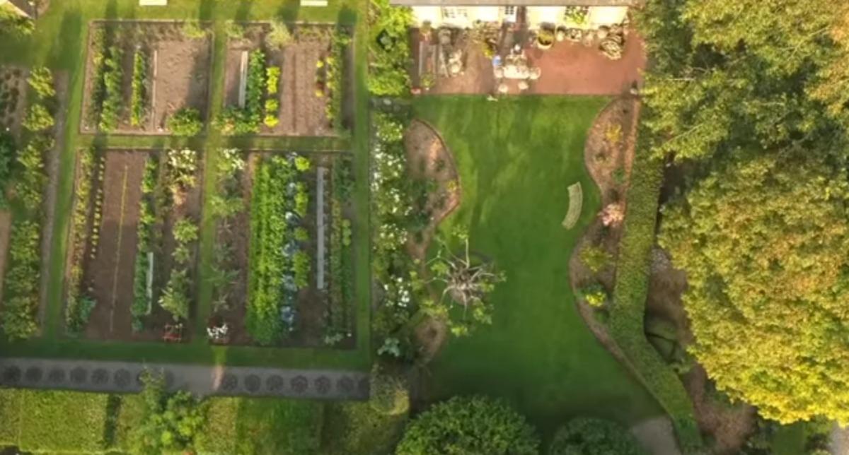 Jardin de normandie parc et verger les pr s floratube for Jardin jardinier normandie